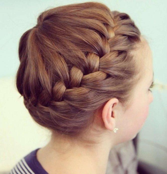 Прическа с косой вокруг головы для девочки