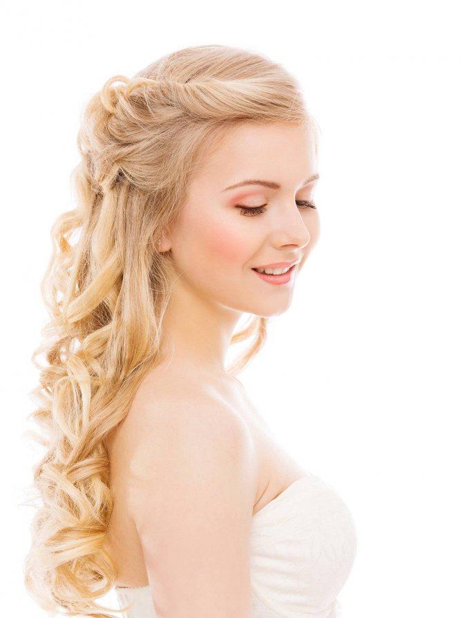 Прически с длинными распущенными волосами на свадьбу