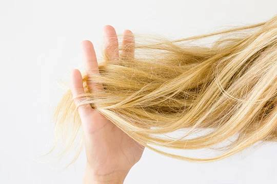 Причины ломкости волос