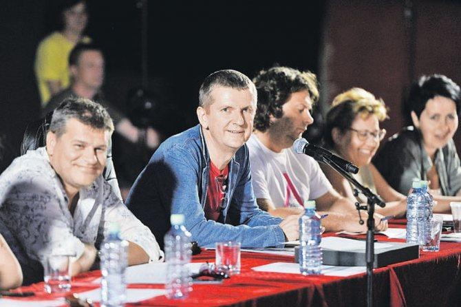 Приемная комиссия «Голоса» во главе с Юрием Аксютой (в центре) обычно с юмором подходит к утомительному процессу кастинга. Фото: Михаил ФРОЛОВ