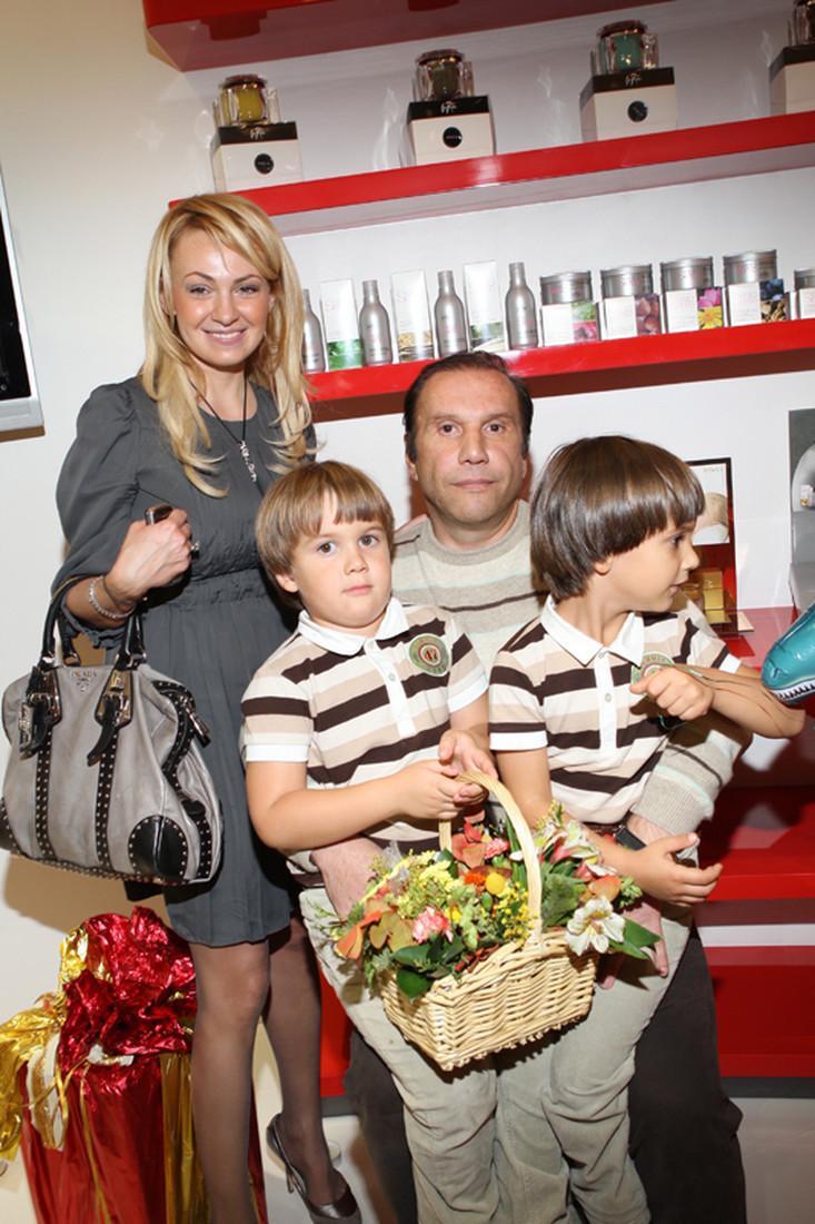 Приемный сын Яны Рудковской отказывается от общения с родной матерью
