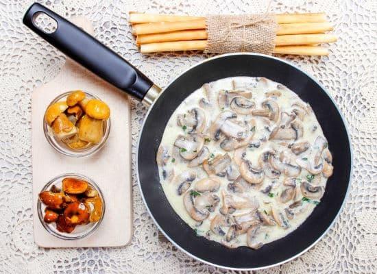 Приготовление соуса со сметаной
