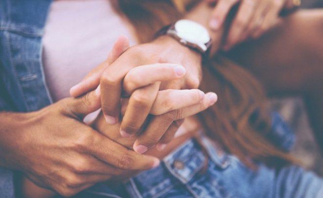 Прикосновения рук