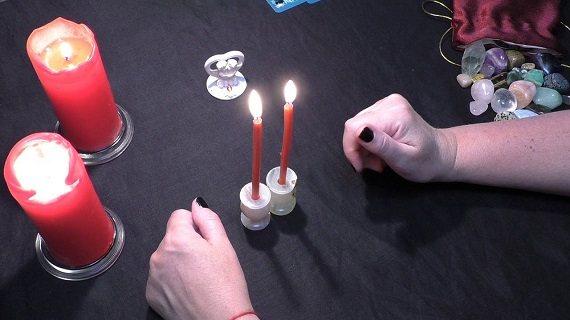 Привороты на красные восковые свечи и любовная магия