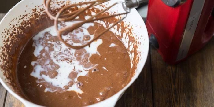 Процесс приготовления глазури из шоколада и какао