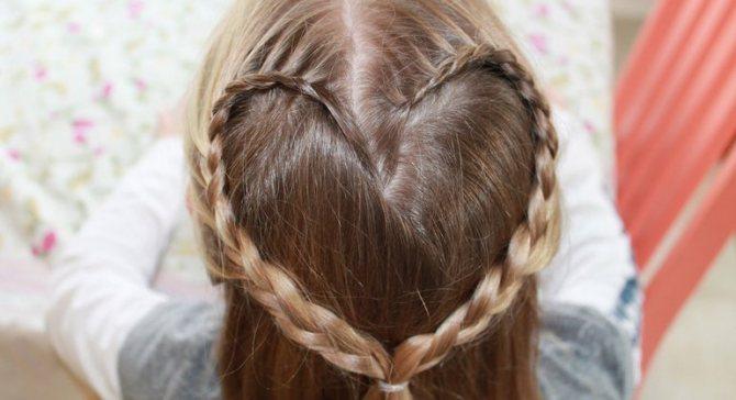 Простое «сердечко» из волос.