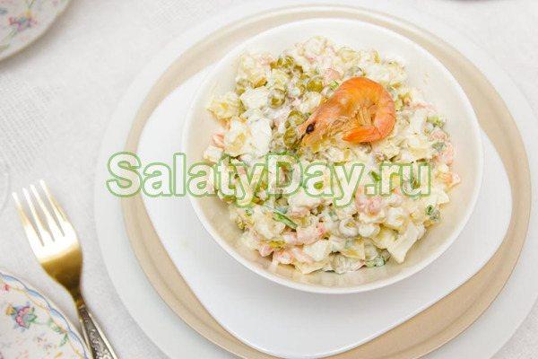 Простой салат с креветками и пекинской капустой