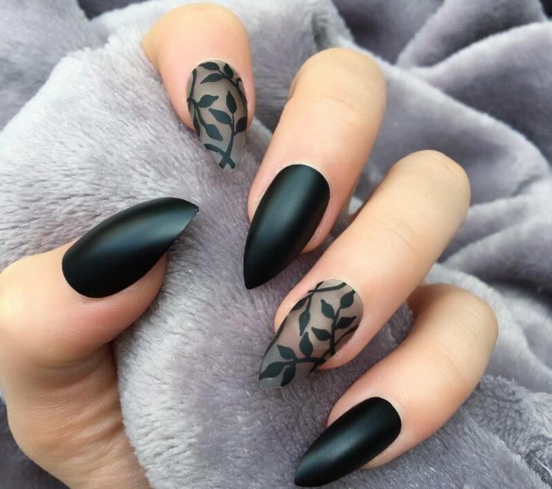 Прозрачные черные ногти