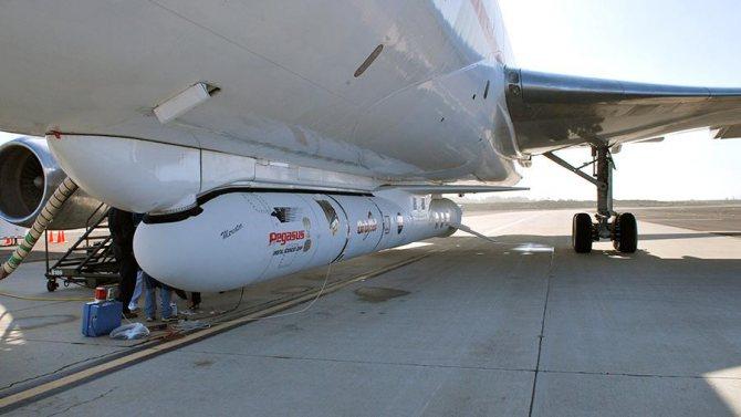 Ракета Pegasus XL, установленная под фезюляжем самолета Lockheed L-1011 TriStar Stargazer