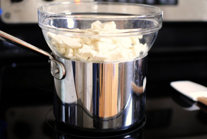 Растопить белый шоколад на водяной бане