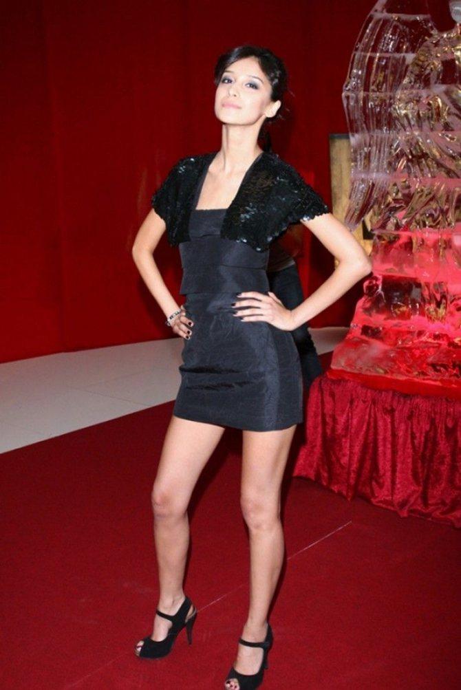 Равшана Куркова в мини платье на красной дорожке