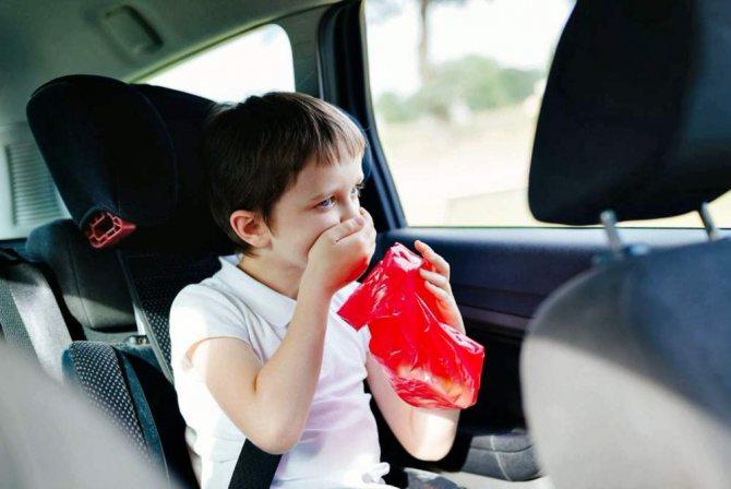 Ребенка укачало в автомобиле