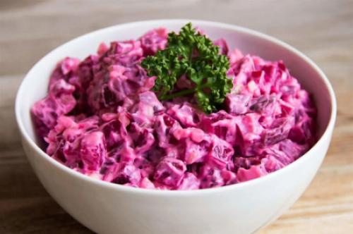 Рецепт салат из вареной свеклы. Салаты из вареной свеклы — 7 простых и очень вкусных рецептов 22