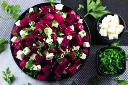Рецепт салат из вареной свеклы. Салаты из вареной свеклы — 7 простых и очень вкусных рецептов 24