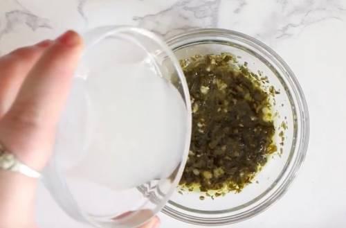 Рецепт салата Капрезе с запеченными томатами и чесноком