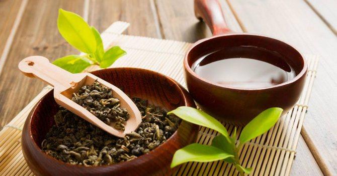 Регулярное применение маски на основе зеленого чая придаст локонам натуральный блеск и гладкость