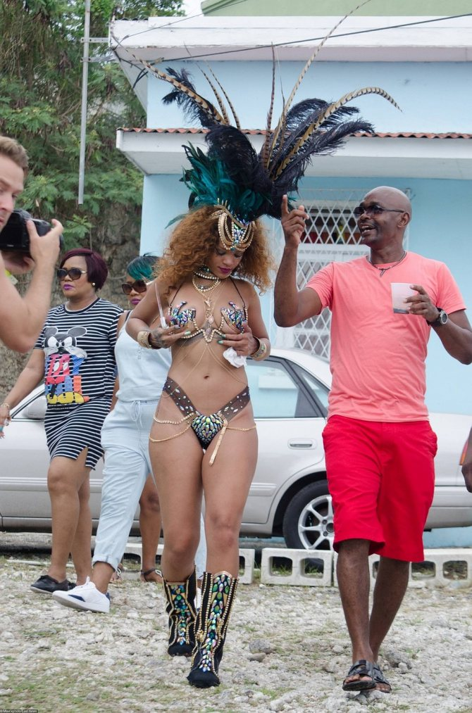 Рианна на карнавале на Барбадосе в 2015 году... Фото: EAST NEWS