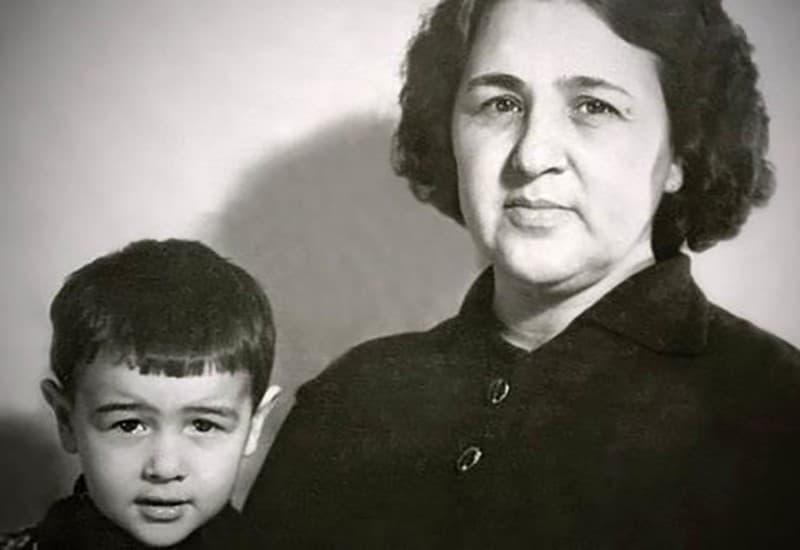 Рис. 6. «Мама в моем воспитании сыграла огромную роль». Источник: oxu.azstatic.com