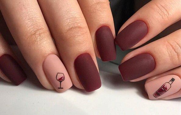 рисунок бокала на ногтях
