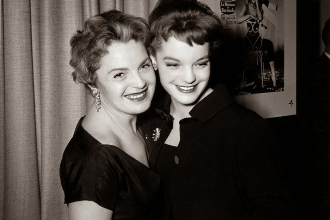 Роми Шнайдер с матерью