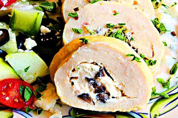 Рулетики из курицы с сыром и оливками