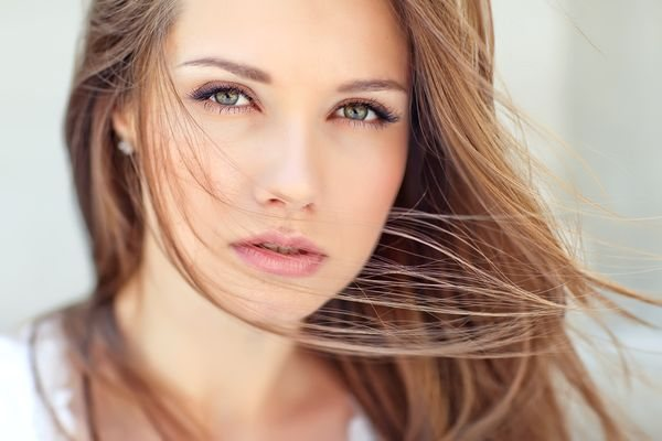 Русый цвет волос для зеленых глаз