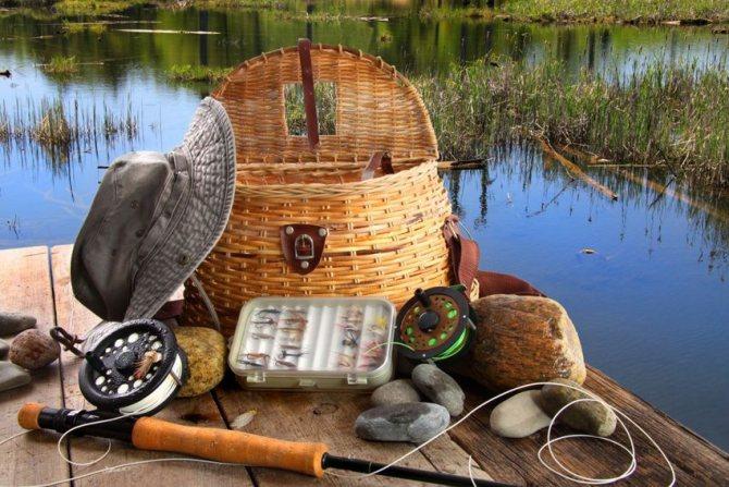 рыболовные снасти - что подарить на Новый 2020 год свекру