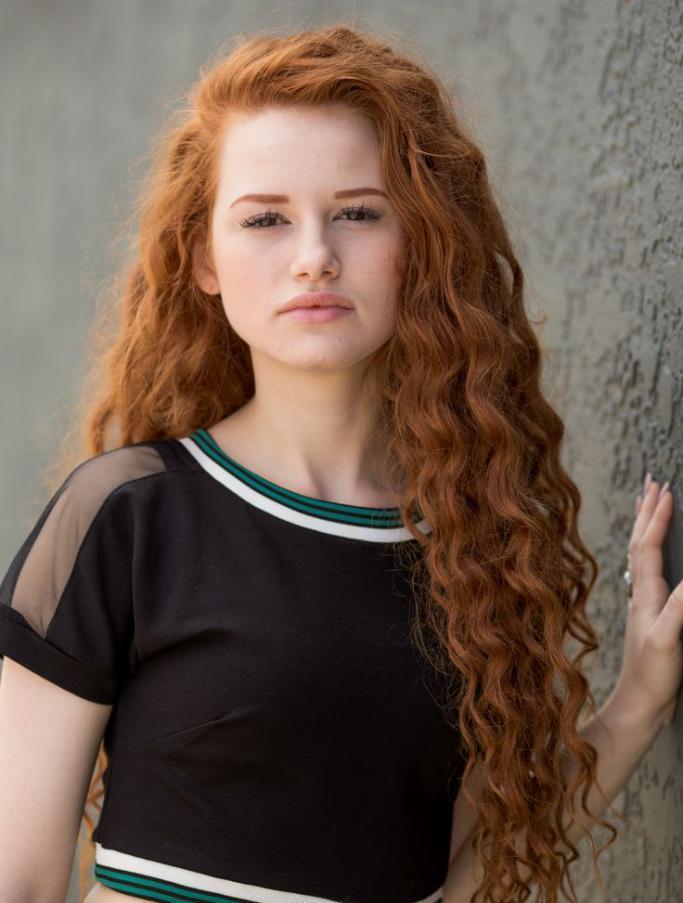 рыжий кудрявый волос прически
