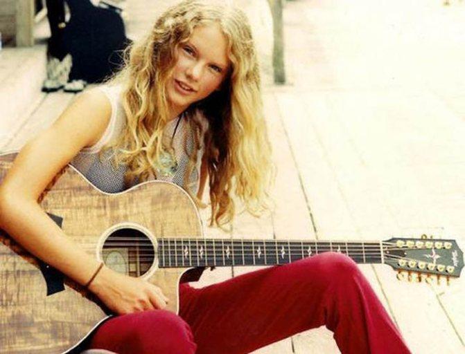 С 10 лет Тей играет на гитаре, а позже освоила и другие инструменты