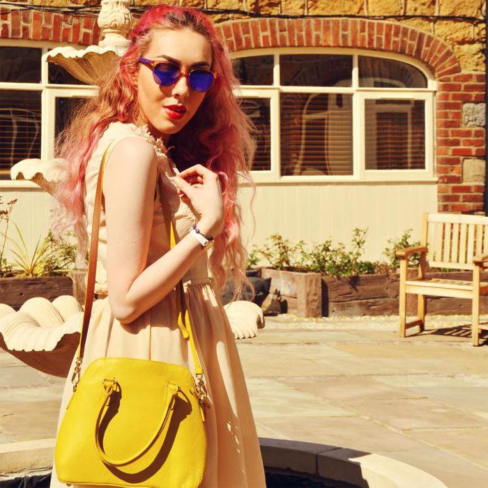 с чем можно носить желтую сумку