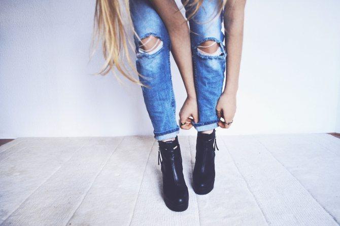 С чем носить джинсы: модные образы на все случаи