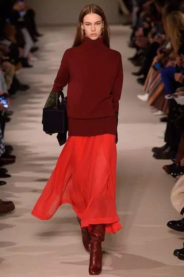 с чем носить красную юбку зимой