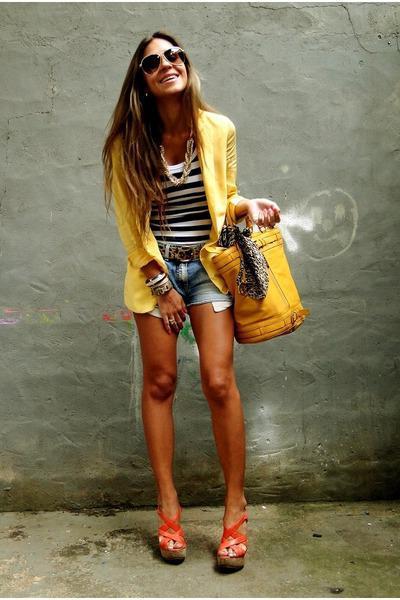 с чем носить желтую сумку летом