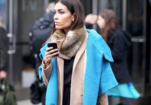 С какой одеждой носить меховой шарф