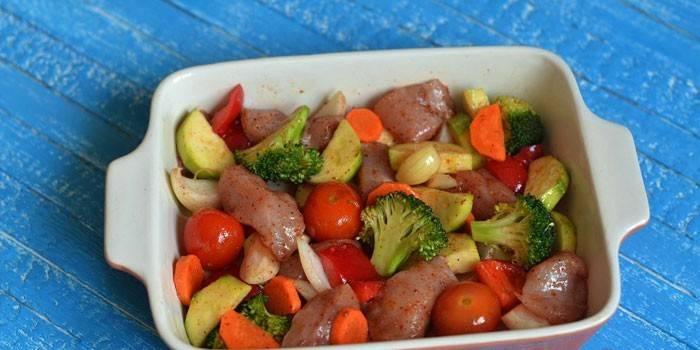С овощами в форме для запекания