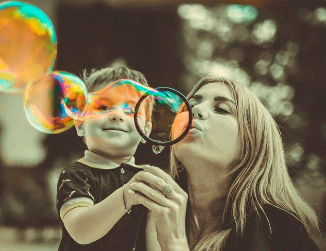 С рождения и до 3-х лет ребенок плотно связан с матерью энергетической и психологической связью