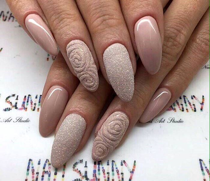 Сахарный маникюр на острые ногти