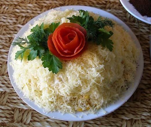 Салат Дамский каприз с курицей сыром и ананасом