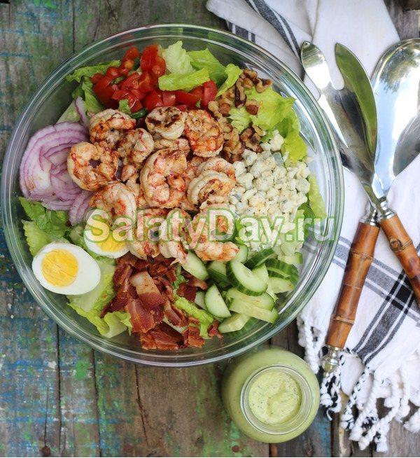 Салат из авокадо, кукурузы, пекинской капустой и жареных креветок