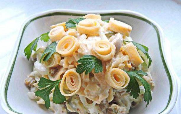салат с копченой курицей омлетом рецеп