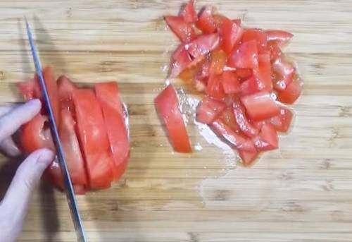 Салат с курицей, авокадо и редисом