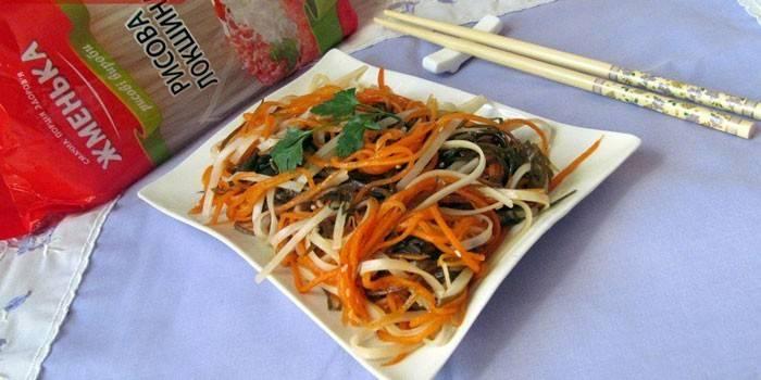 Салат с рисовой лапшой и корейской морковью