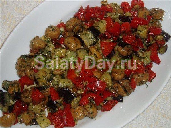 Салатик из жареных шампиньонов, кабачков и баклажанов