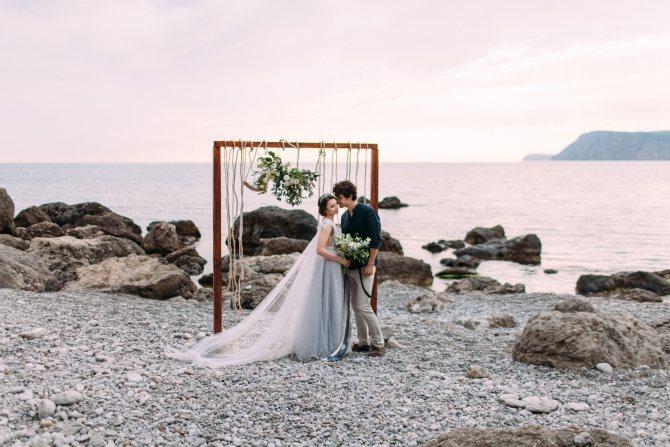 Самую романтичную свадьбу можно организовать на берегу озера Эльтон, в Волгоградской области.