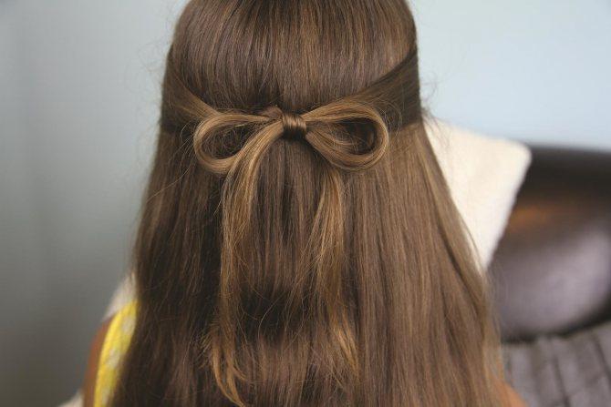 Сделать из волос бант