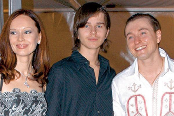 Сергей и Ирина Безруковы с с сыном Ирины от первого брака