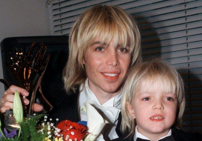 Сергей Зверев с сыном в 1999 году. Пластика лица уже очевидна