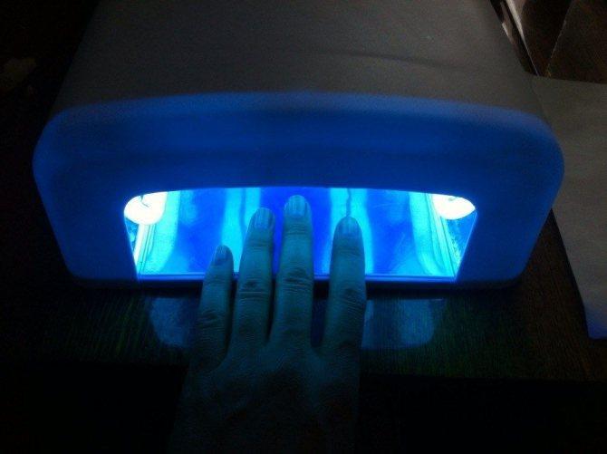 Шаг 3. Наносим базовое покрытие и отправляем в УФ-лампу на 15 секунд