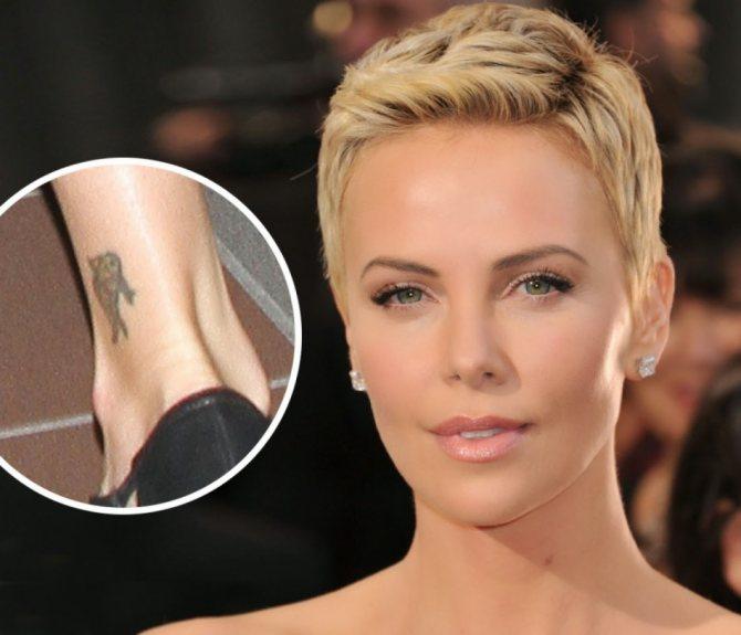 Шарлиз терон сделала себе небольшую татуировку на ноге в виде рыбы