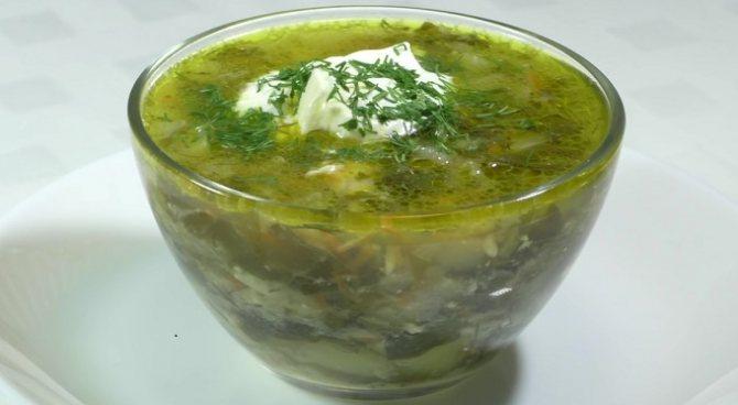 Щавелевый суп с курицей и яйцом готов